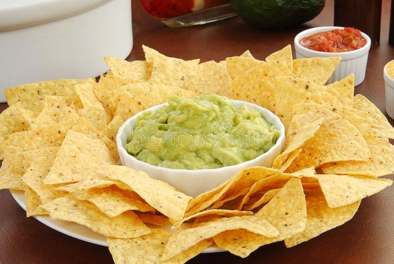 Chips und Guacamole lizenzfreie stockfotografie