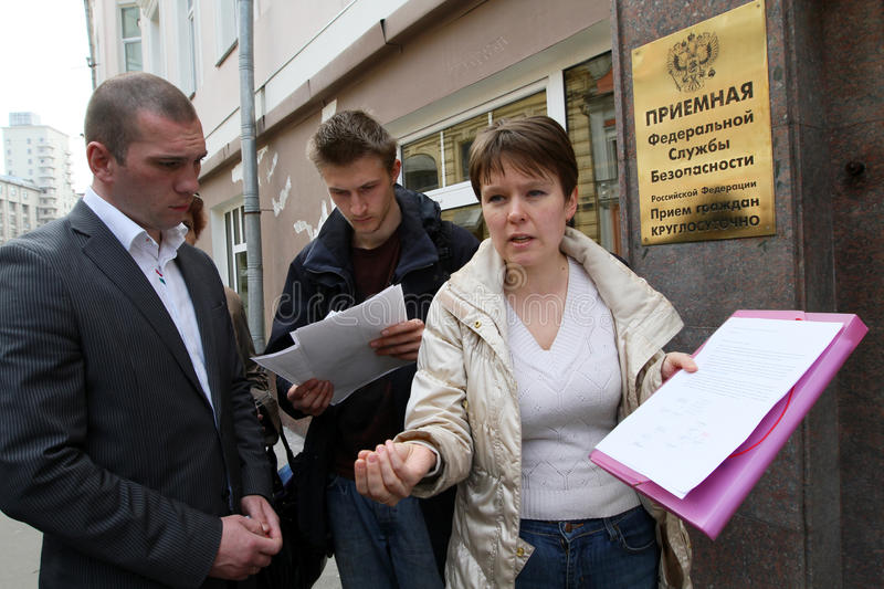 Chirikova - leader of the Khimki Forest Defenders. Yevgeniya Chirikova (right), leader of the Khimki Forest Defenders, near the Federal Security Service of the stock photography