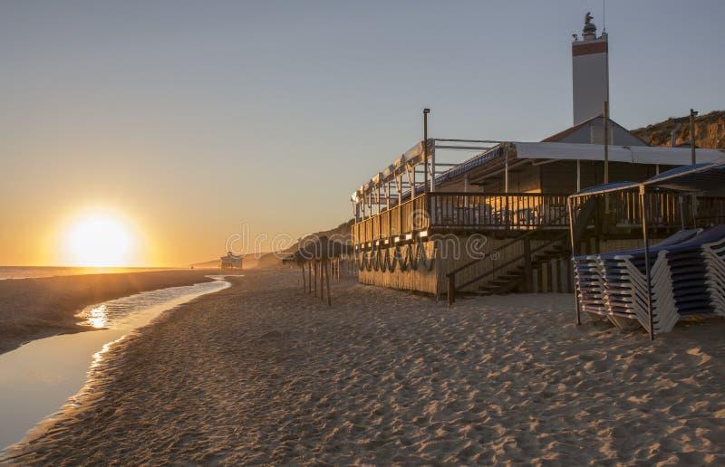 Chiringuito of strandbar bij Costa de la Luz-kust, Spanje royalty-vrije stock afbeelding