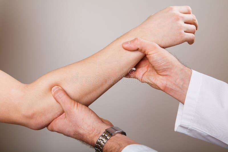 Chiropractic, osteopatia, ręczna terapia, acupressure zdjęcie stock