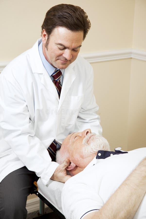 Chiropractor de inquietação fotografia de stock