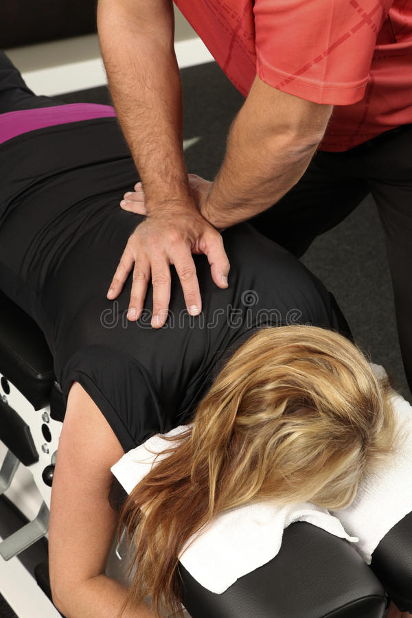 Chiropraktor lizenzfreie stockbilder