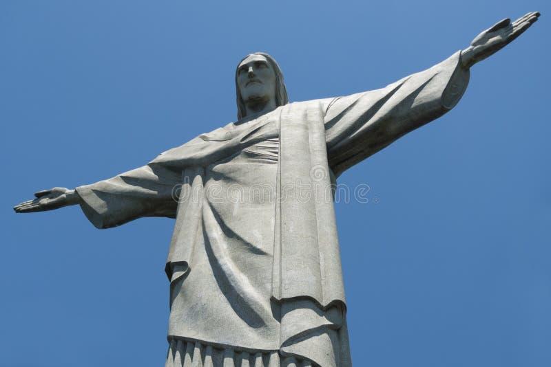 Chirst статуя спасителя с ясным голубым небом стоковые фотографии rf