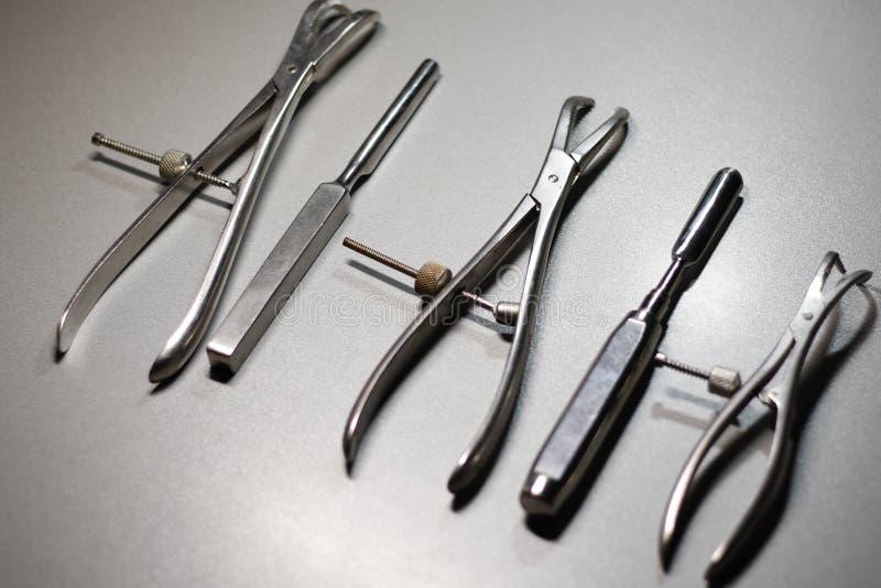 Chirurgicznie instrumenty w traumatologii zdjęcia stock