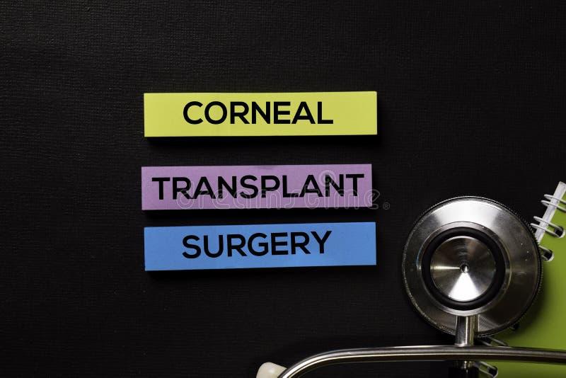 Chirurgie de greffe de la cornée sur la table de noir de vue supérieure avec des soins de santé/concept médical photos stock