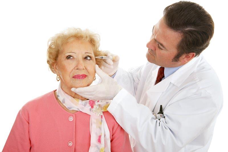 Chirurgien cosmétique au travail images libres de droits