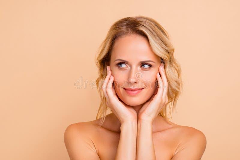 Chirurgii plastycznej doskonałości pojęcie W górę portreta atrakcyjna powabna z włosami dama z doskonalić doskonałym obrazy stock