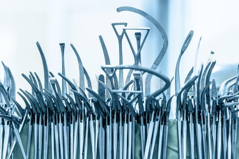 Chirurgische Instrumente nachdem dem Waschen lizenzfreie stockfotografie