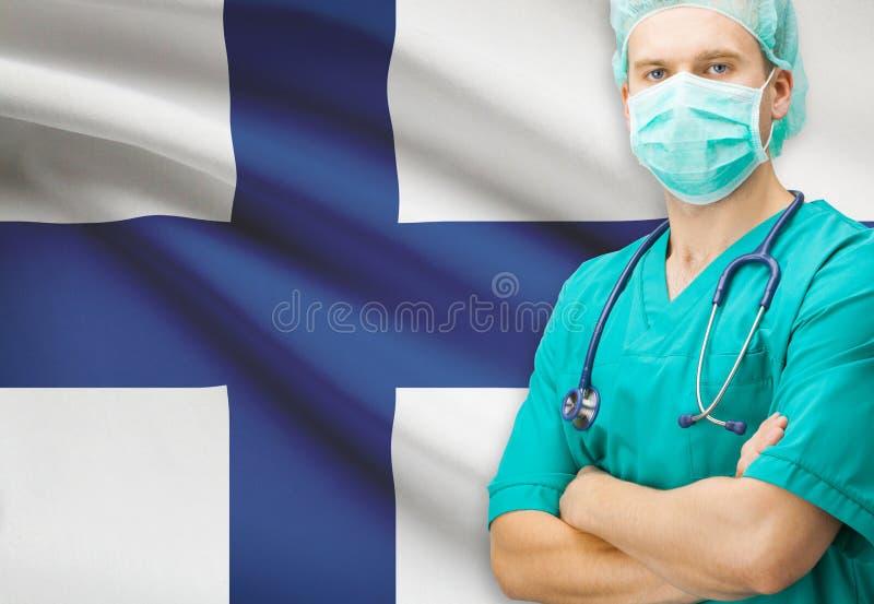 Chirurgo con la bandiera nazionale sulla serie del fondo - Finlandia fotografia stock