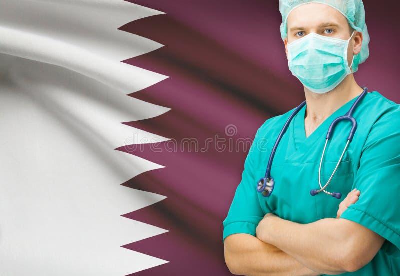 Chirurgo con la bandiera nazionale sulla serie del fondo - Qatar immagine stock
