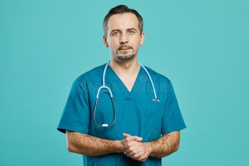 Chirurgo maturo professionista fotografia stock libera da diritti