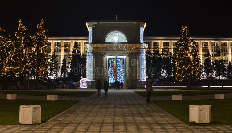 Chisinau łuk Triumph dekorował dla zima wakacji zdjęcia royalty free