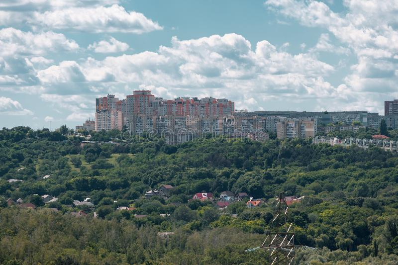 Chisinau, Δημοκρατία της Μολδαβίας - 17 Ιουνίου 2016: η άποψη από τη στέγη της πόλης Chisinau, Δημοκρατία της Μολδαβίας στοκ εικόνα