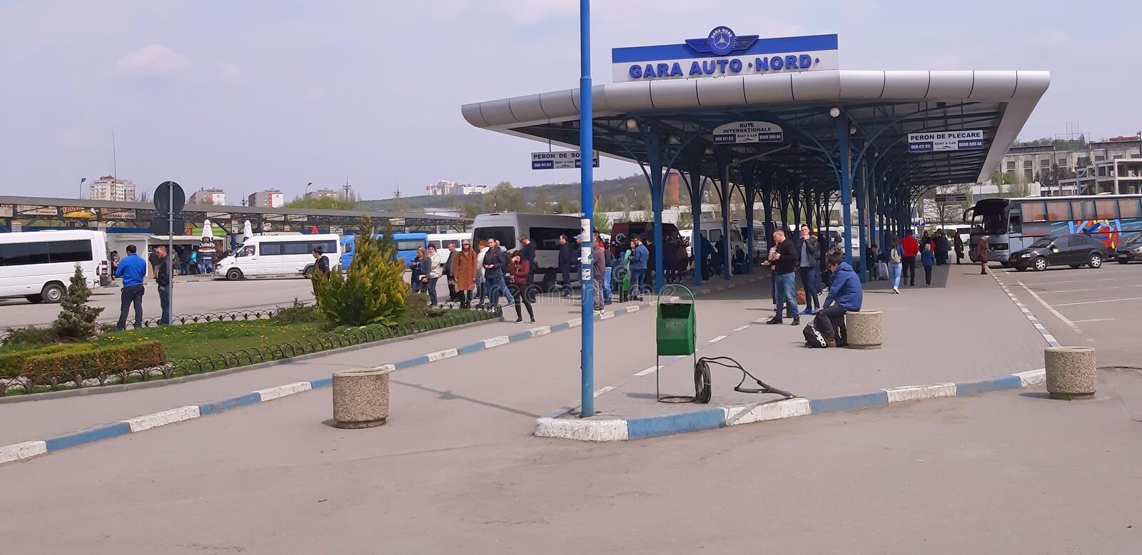 Chisinau, Moldavië - April 21, 2019: Busstation Internationale routes stock afbeelding