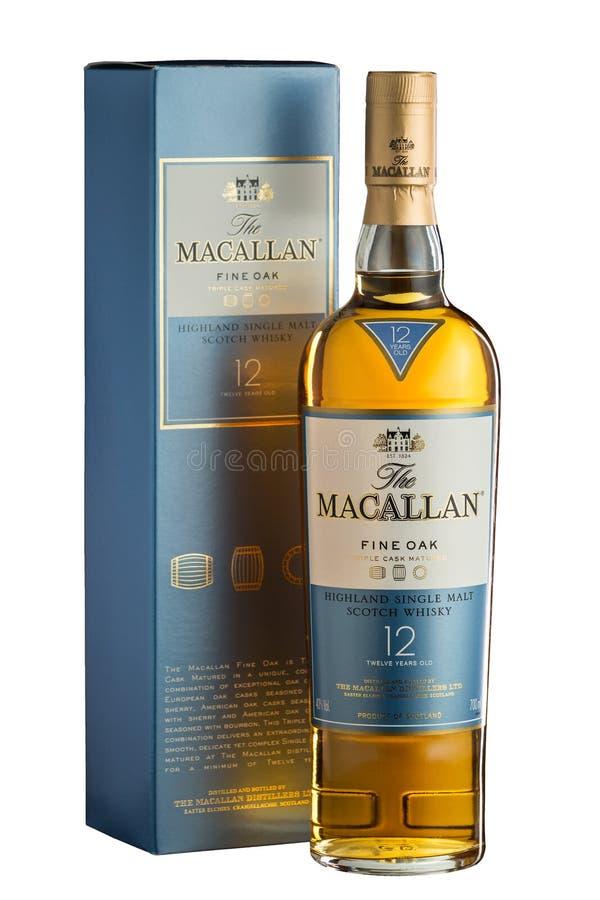 Chisinau Moldavien - Februari 20, 2017: Macallan 12 år höglands- enkel malt kväv whisky som isoleras på vitt royaltyfri bild