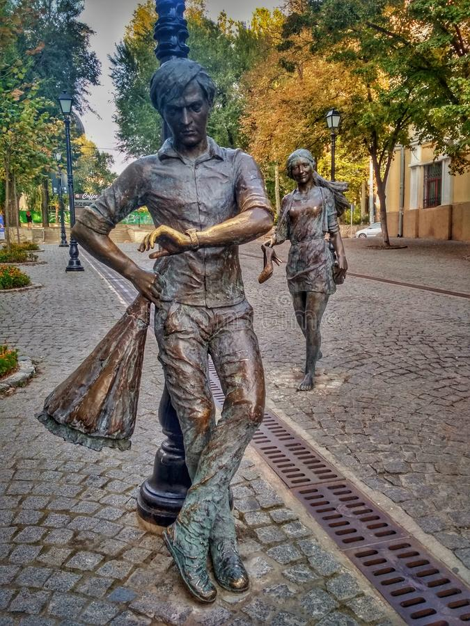 CHISINAU, MOLDOVA - September 9, 2019: a modern monument to two lovers is installed on a pedestrian street stock image