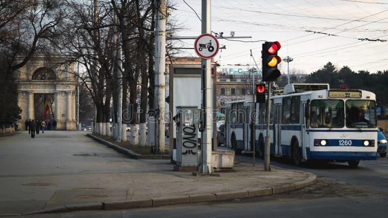 Chisinau, República del Moldavia Bulevar Stefan el grande, el 2 de mayo foto de archivo