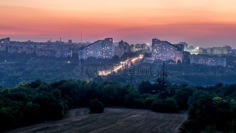 Chisinau, República del Moldavia Las puertas de la ciudad en la puesta del sol fotografía de archivo libre de regalías