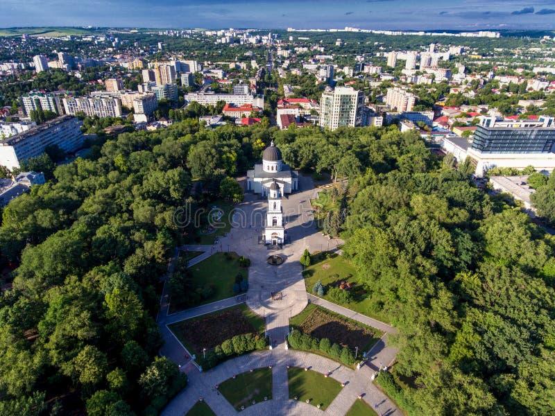 Chisinau, República del Moldavia, visión aérea desde el abejón foto de archivo