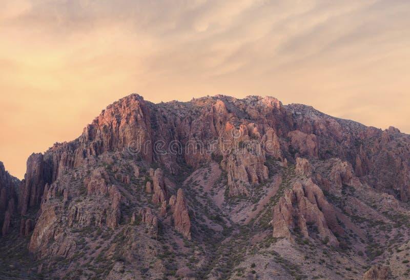 Chisos handfatberg på solnedgången royaltyfria foton