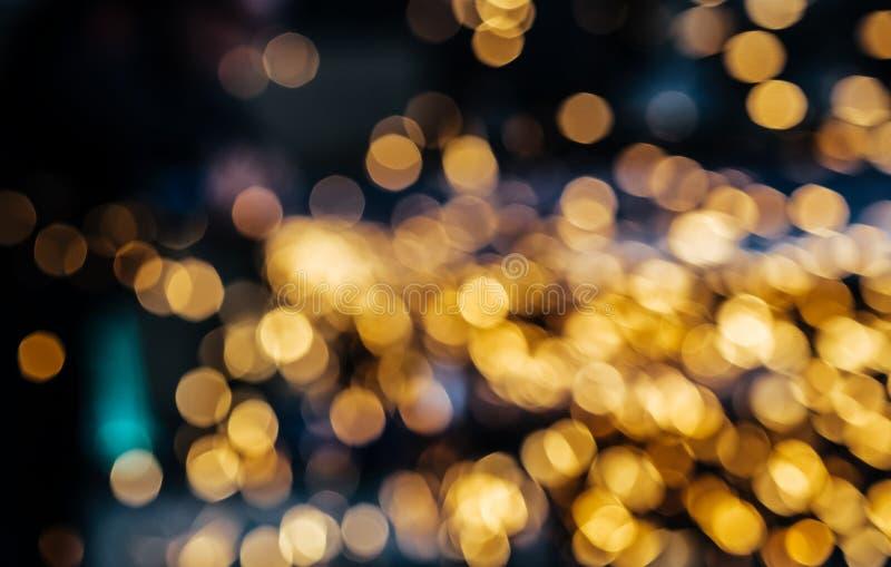 Chispas borrosas del acero de pulido Flujo que brilla intensamente de chispas en la obscuridad Fondo Defocused del extracto del b imagen de archivo libre de regalías