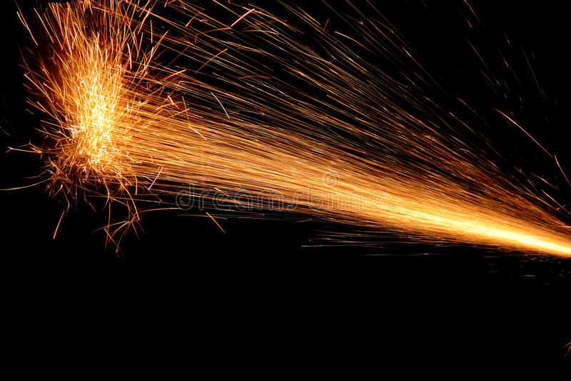 Chispas del fuego en negro imágenes de archivo libres de regalías