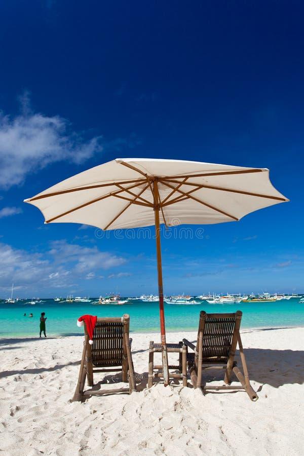 Chistmas op tropisch strand stock afbeeldingen