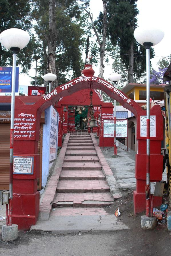 Chitai Golu Devta tempel, Almora, Indien arkivbilder