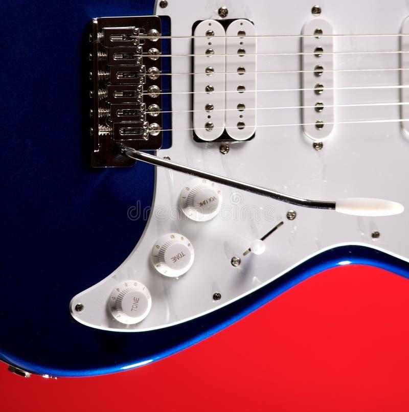 Download Chitarra Blu Isolata Su Colore Rosso Fotografia Stock - Immagine di guitar, copia: 7315768