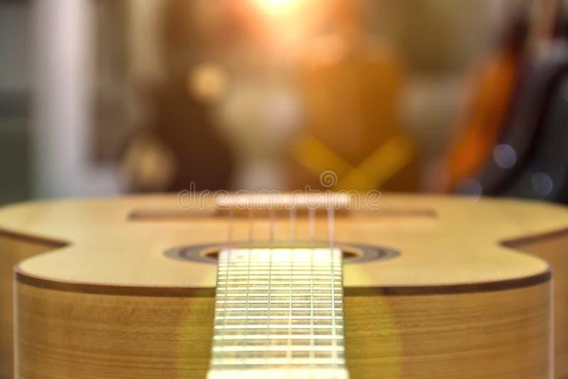 Chitarra di un primo piano della chitarra nella posizione orizzontale, fuoco molle fotografie stock libere da diritti