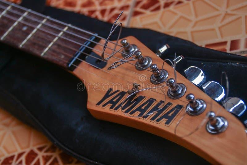 Chitarra elettrica di Yamaha 121D fotografia stock libera da diritti