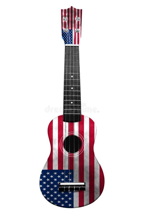 Chitarra nazionale hawaiana, ukulele, con una bandiera dipinta di U.S.A., su un fondo isolato bianco, come simbolo di arte di pie royalty illustrazione gratis