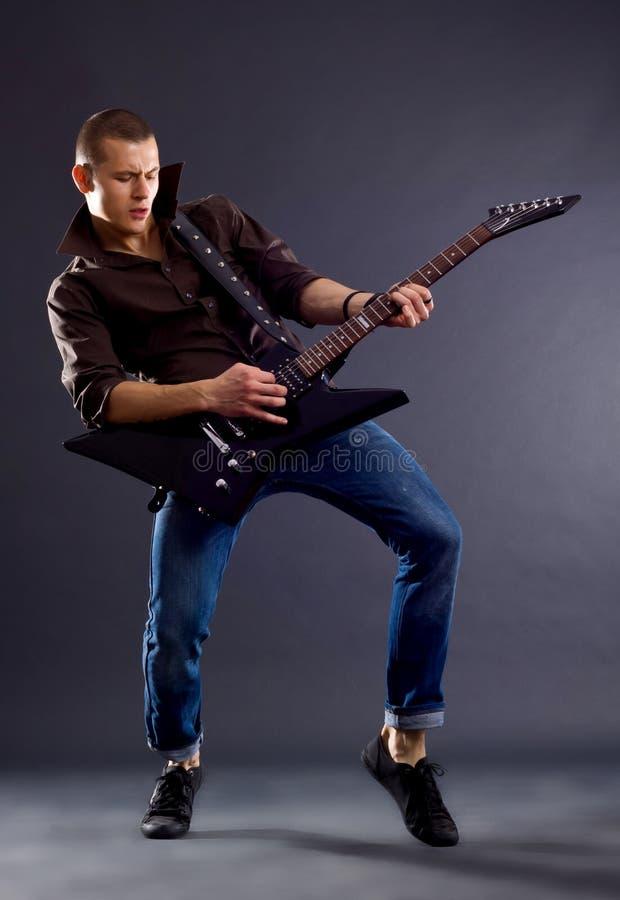 Chitarrista appassionato fotografie stock libere da diritti