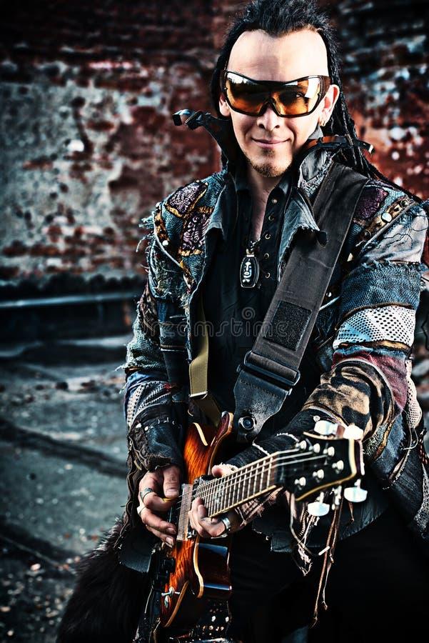 Chitarrista del cyborg immagine stock libera da diritti
