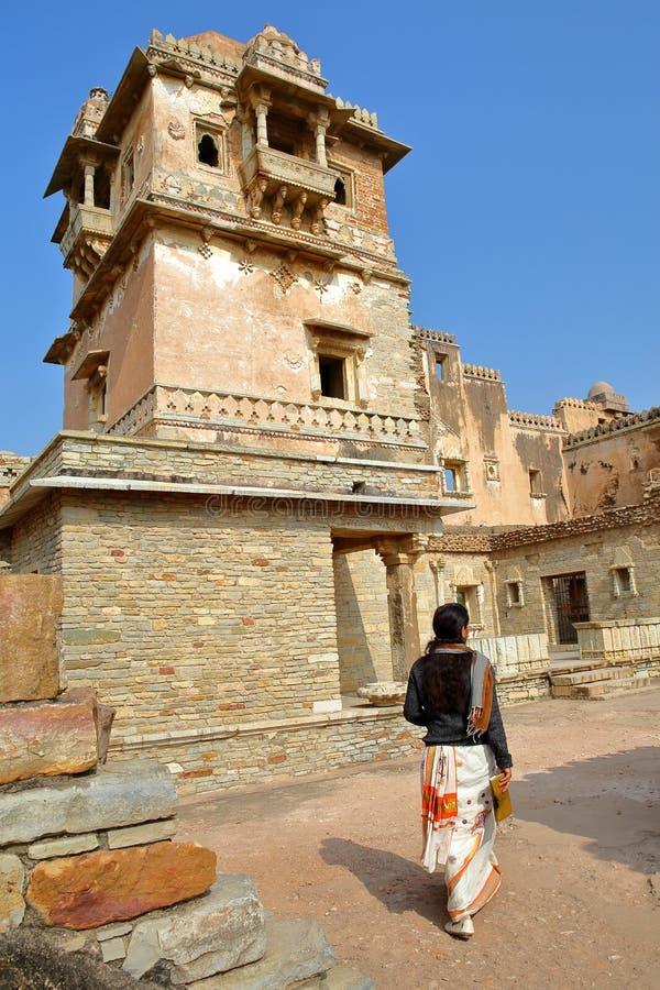 CHITTORGARH, РАДЖАСТХАН, ИНДИЯ - 14-ОЕ ДЕКАБРЯ 2017: Дворец Kumbha Раны расположенный внутри форта Garh Chittorgarh, с деталями стоковое фото