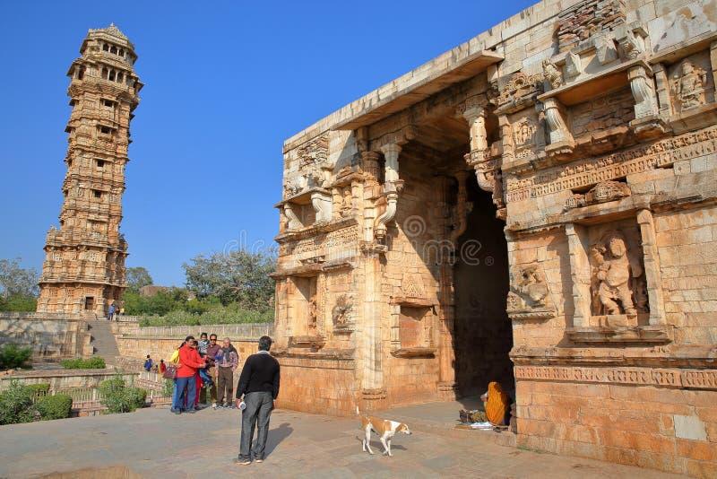 CHITTORGARH, РАДЖАСТХАН, ИНДИЯ - 12-ОЕ ДЕКАБРЯ 2017: Строб Mahasati обнаруженный местонахождение внутри форта Garh Chittorgarh, с стоковые фотографии rf