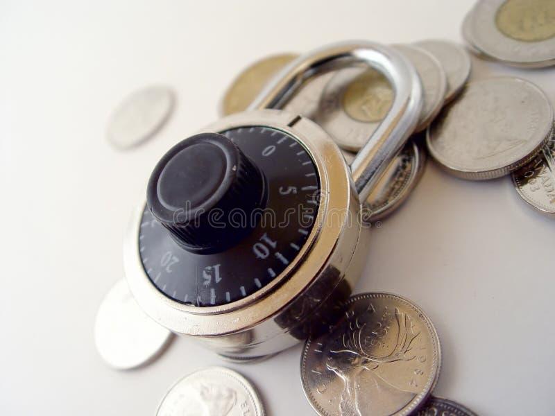 Chiuda i vostri soldi a chiave fotografia stock libera da diritti