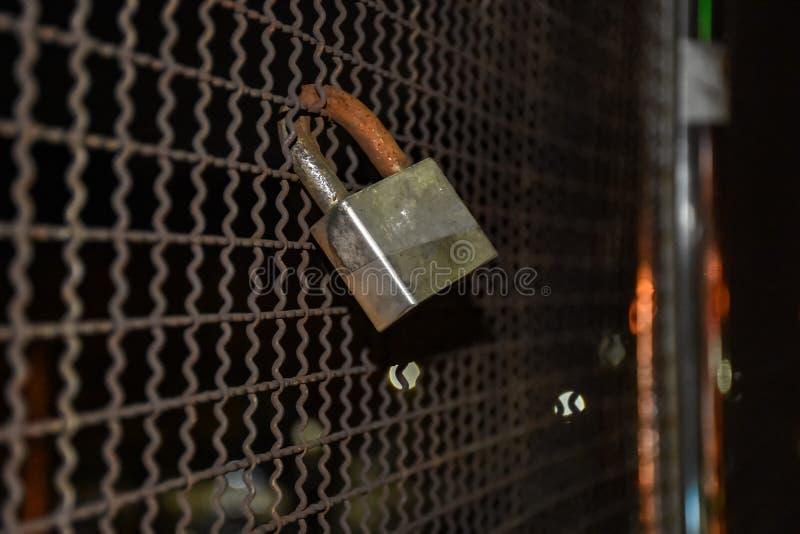 chiuda il recinto a chiave fotografie stock