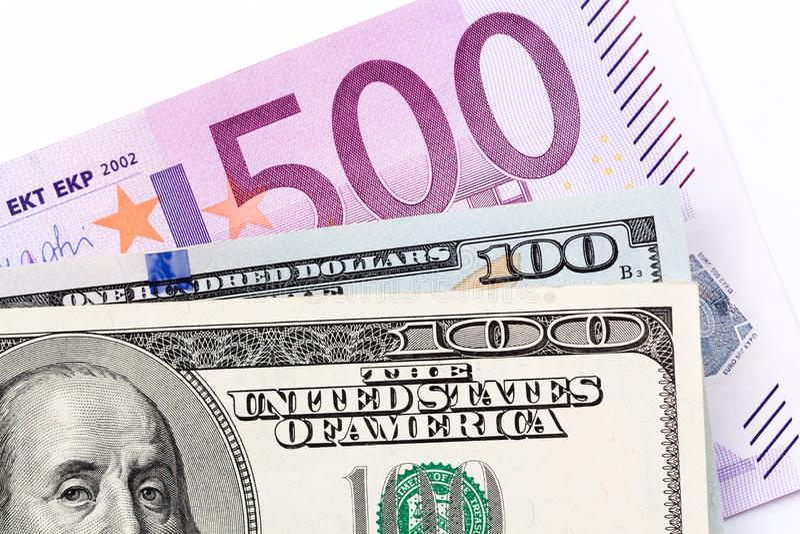 Chiuda su degli euro e dei dollari su fondo bianco fotografie stock libere da diritti
