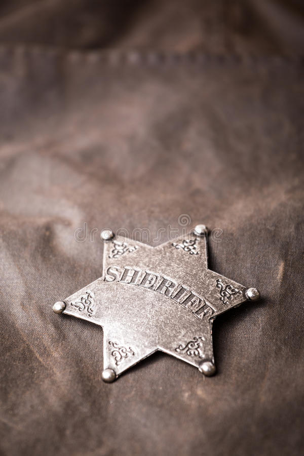 Chiuda su del distintivo dello sceriffo immagini stock