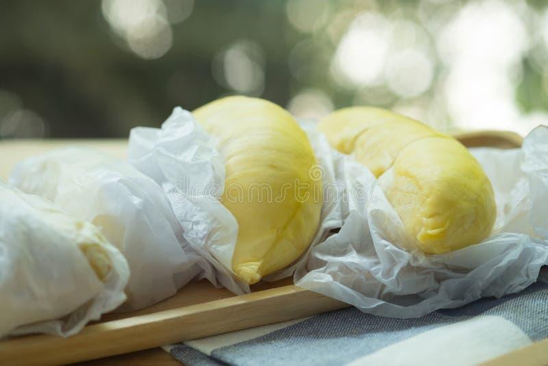 Chiuda in su del durian sbucciato Il Durian ? re di frutta in Tailandia fotografie stock libere da diritti