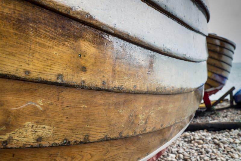 Chiuda su del lato di un peschereccio di legno fotografia stock libera da diritti
