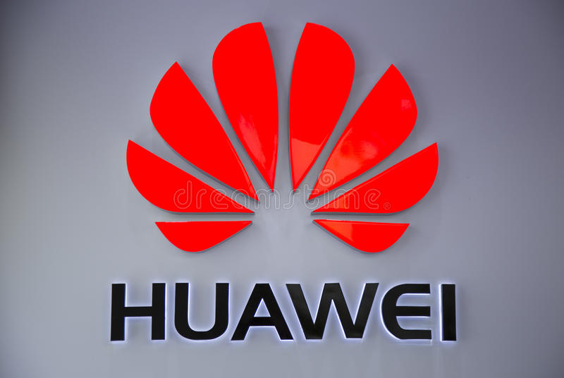 Chiuda su del logo di Huawei le Technologies Company immagine stock