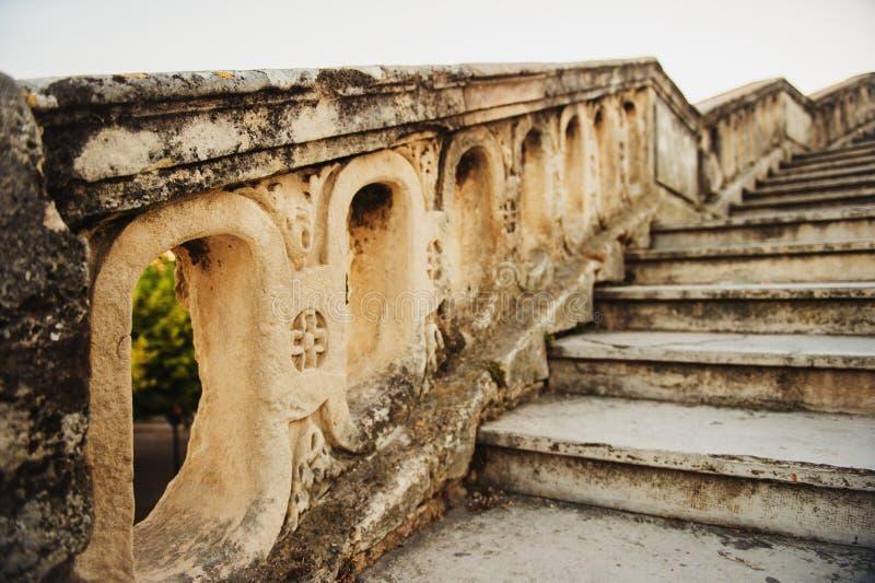 Chiuda su del san di pietra Clement Aqueduct delle scale a Montpellier fotografie stock
