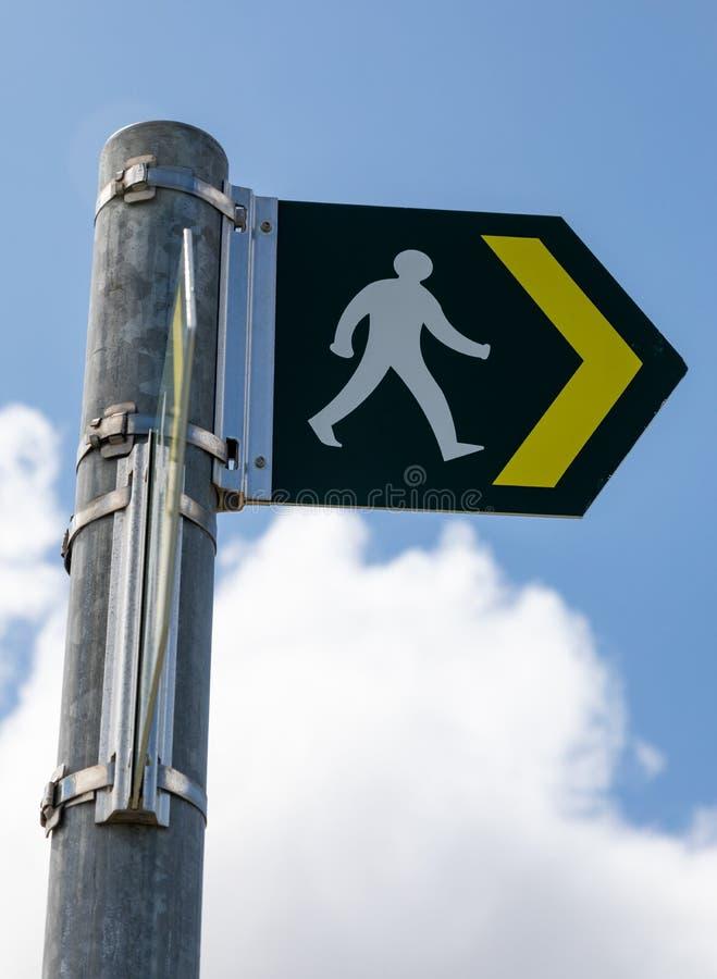 Chiuda su del segno che indica sentiero per pedoni il grande Orme Llandudno Galles maggio 2019 del nord immagini stock