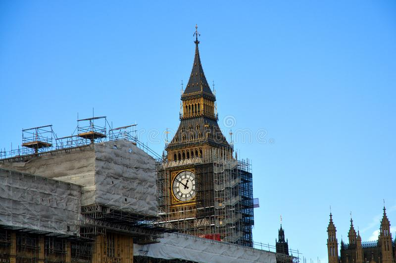 Chiuda su dell'armatura intorno ad Elizabeth Tower, conosciuto come Big Ben immagini stock libere da diritti