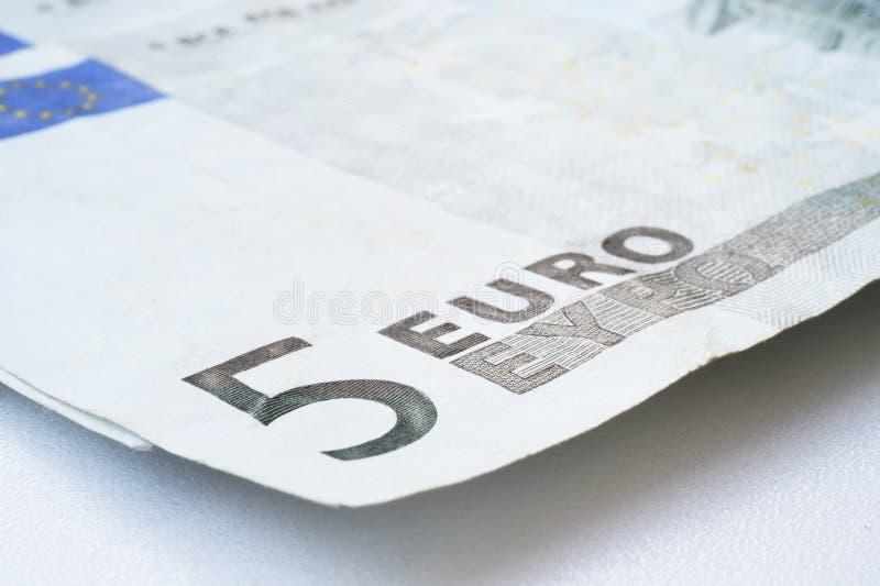 Chiuda su dell'euro cinque fotografia stock libera da diritti