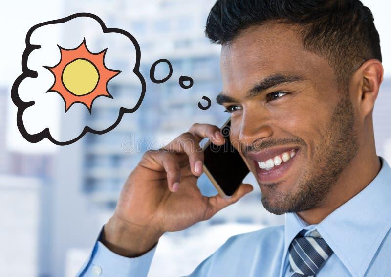 Chiuda su dell'uomo di affari sul telefono che pensa al sole contro la costruzione confusa fotografie stock