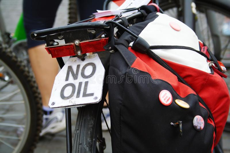 Chiuda su della bicicletta al desmonstration della massa critica fotografia stock