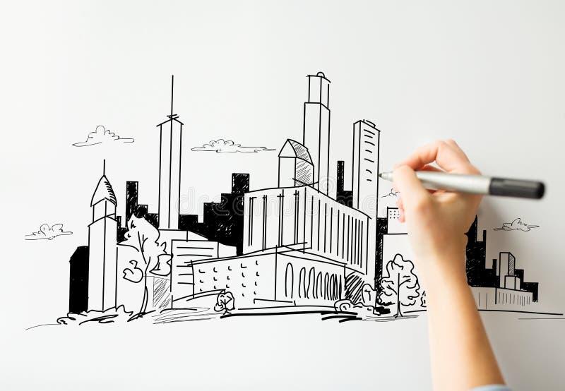 Chiuda su della città del disegno della mano sul bordo bianco immagini stock